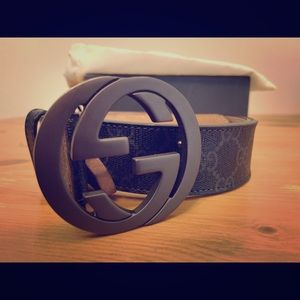 Gucci GG supreme belt with G buckle.